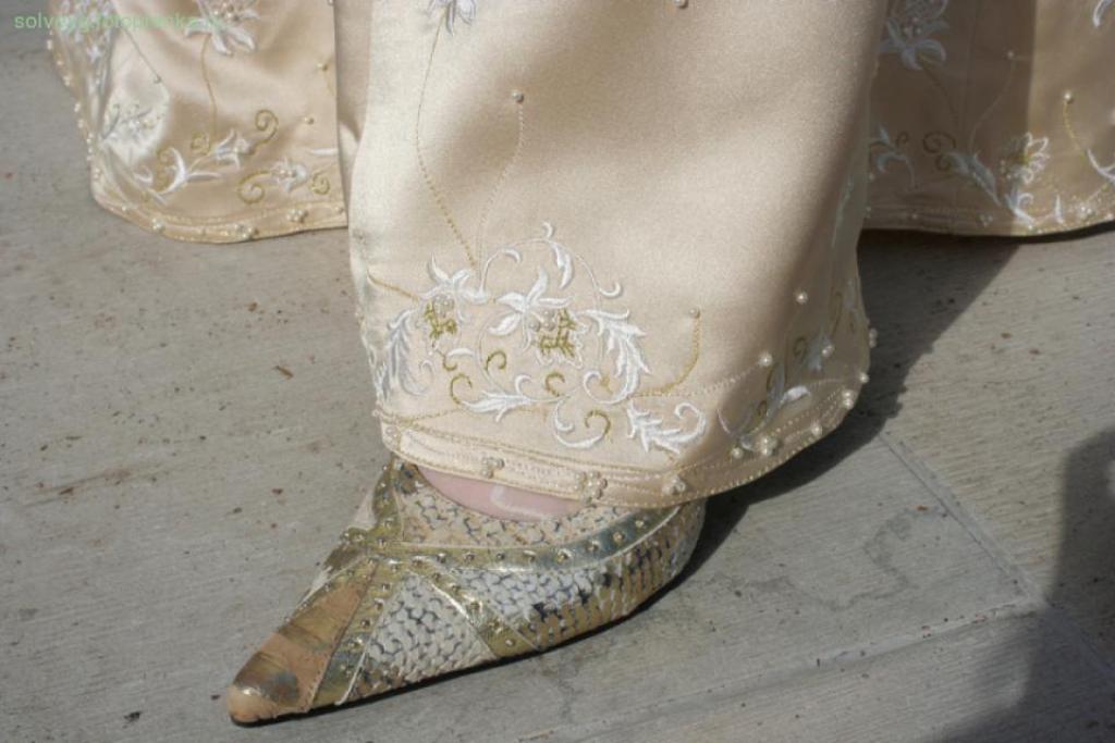 Свадьба , золотое платье