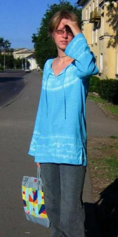 Еще одна туника-батик, теперь голубая.