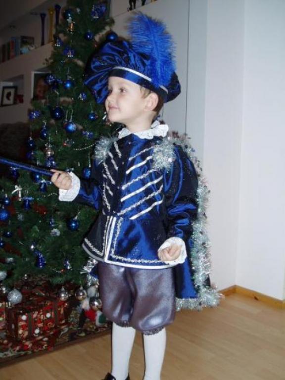 Костюм пажа своими руками Сегодня, я хочу вас познакомить с наиболее простыми в исполнении детскими карнавальными