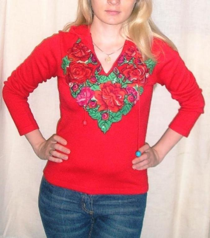 свитер с капюшоном