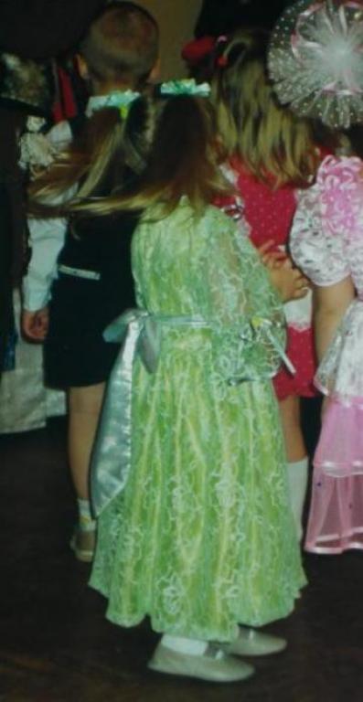 Нарядное платье спинка