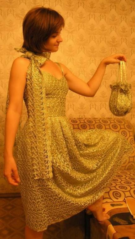 платье для коктейля и сумочка