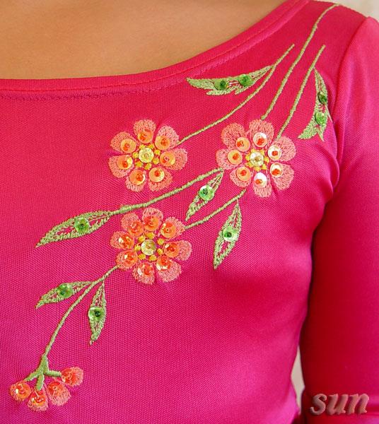 Вышивка на груди.  Со спины продолжила вышивку на полочку, украсила бисером и пайетками.