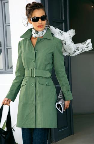 - Но длина модных плащей должна быть сдержанной, чуть выше...  Плащ и пальто. мода.