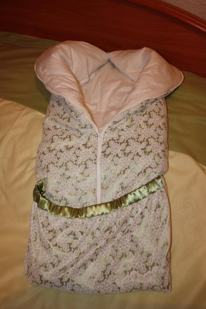 Из.  Конверт для будущей внучки - теплый конверт-трансформер.  В разложенном виде - небольшое одеяло.