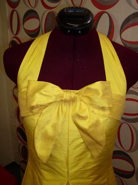 Платье из жёлтого шёлка
