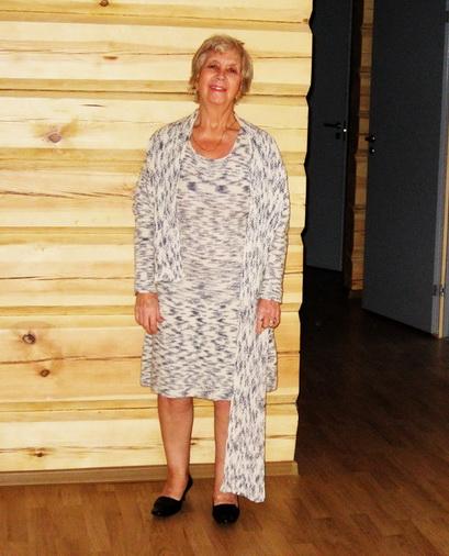 Пестрое платье из шерсти с шарфом