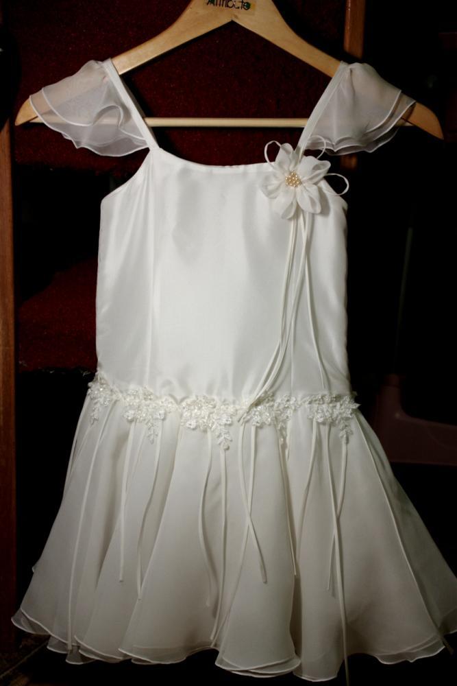 Объединила все нарядные платья