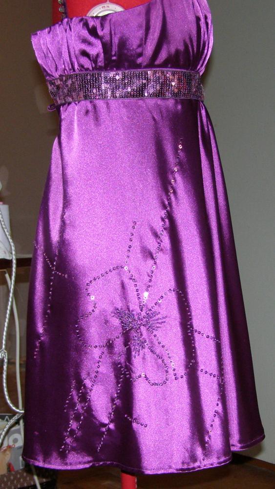 Как замаскировать дырку на платье на попе