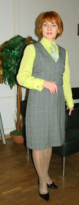 зеленая_рубашка_серый_костюм_1.jpg