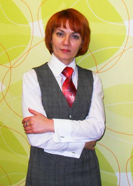 Белая_рубашка_строгая_серый_костюм.jpg