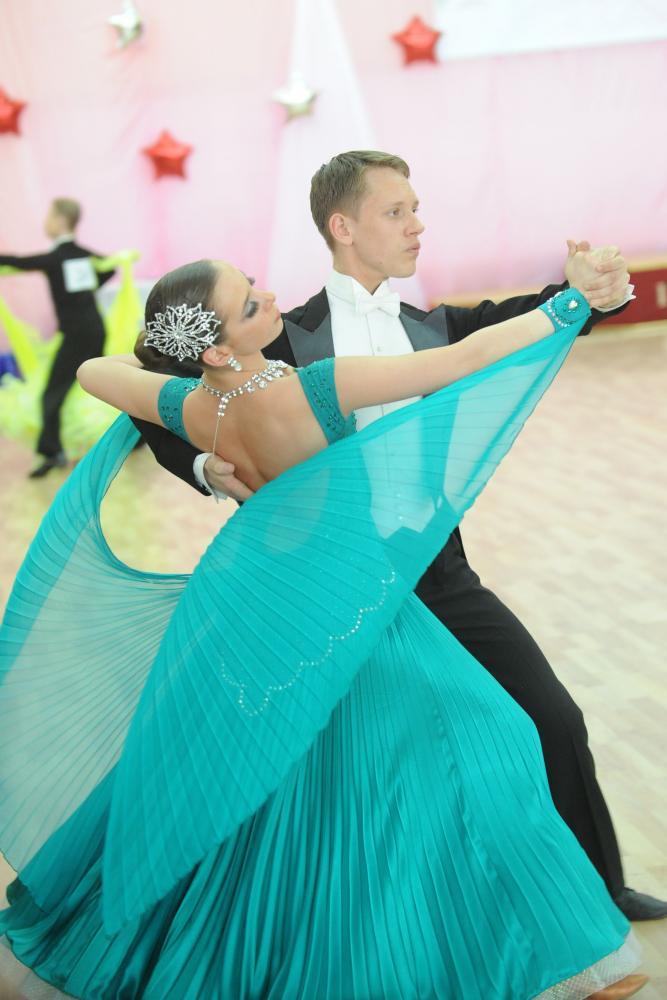 Стандартные платья для танцев
