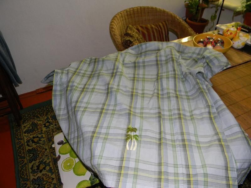 На блузке дырочка фото фото 114-427