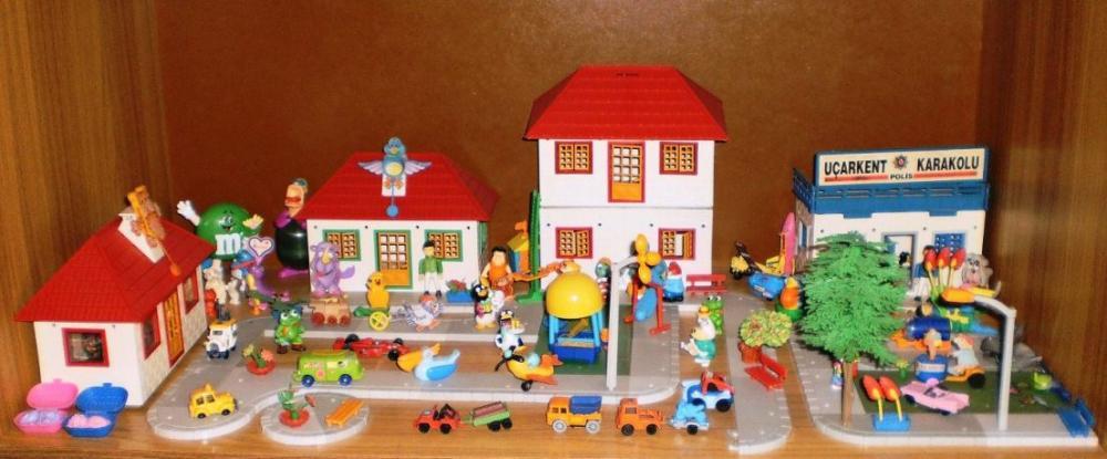 Как сделать домик для игрушек из киндеров 751