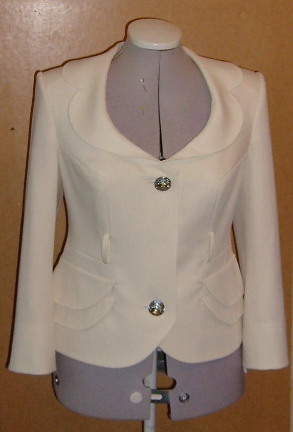 Белый костюм (будет с поясом)