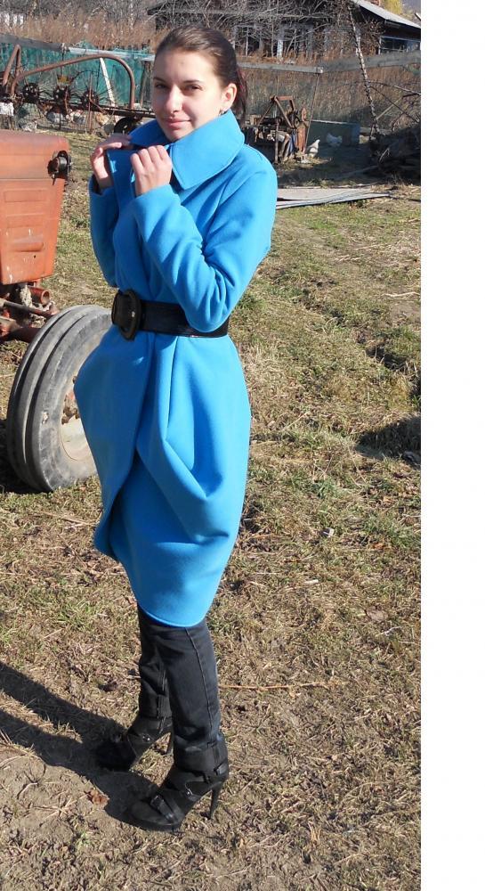 пальто голубое 4