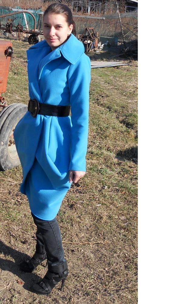 пальто голубое 5