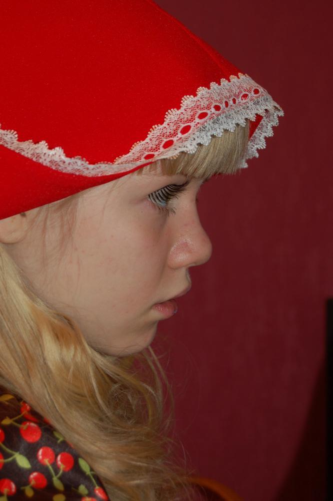 Как сделать шапочку для красной шапочки своими