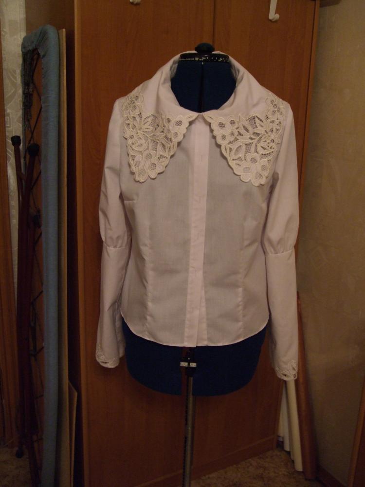 Блузка с вышивкой Ришелье