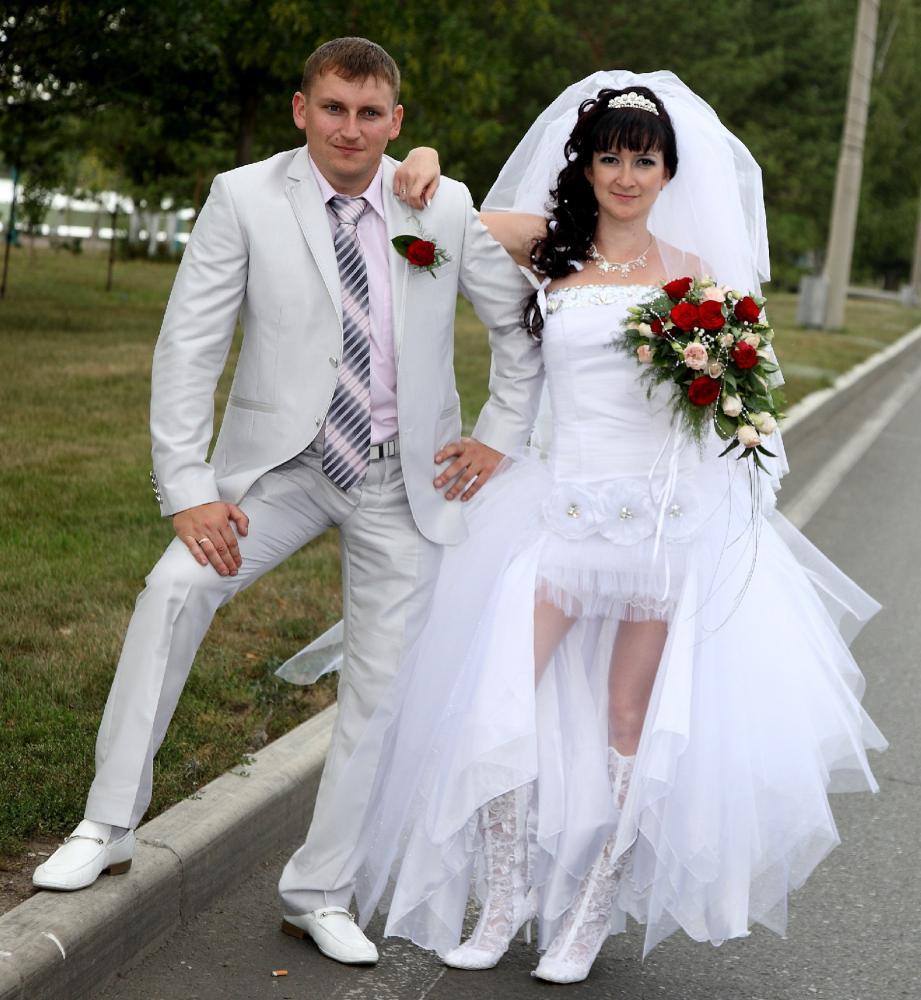 под юбкой у невесты все видно