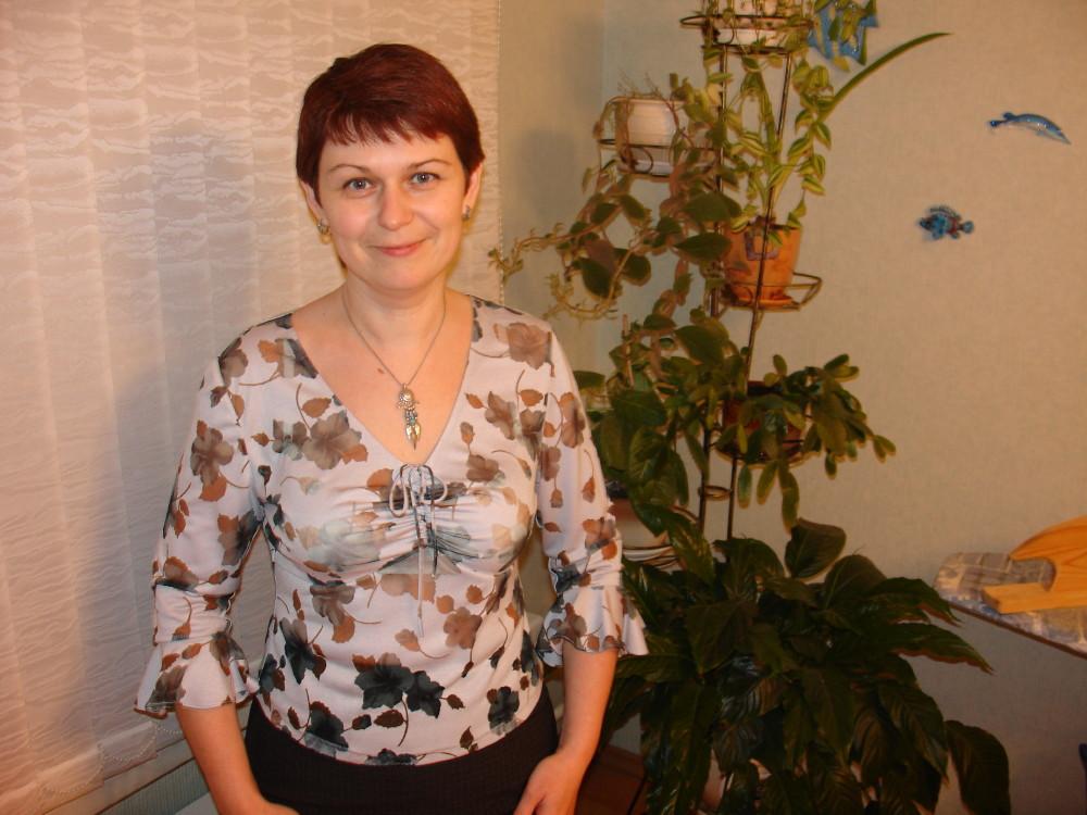 Трикотажная блуза с шифоновыми цветами