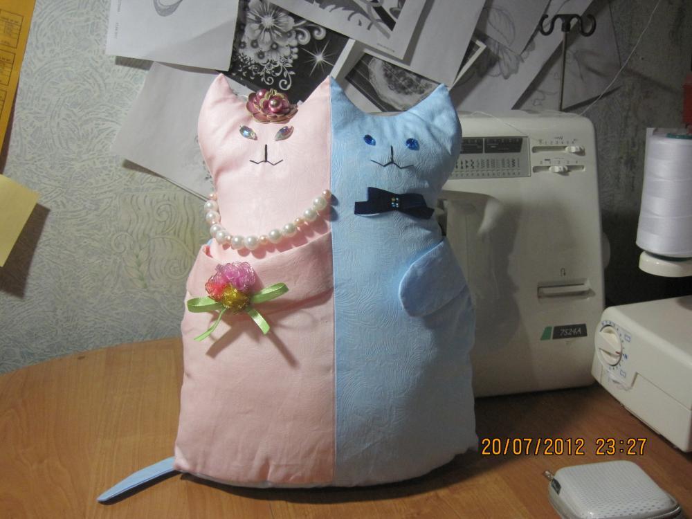 подушка коты-молодожены