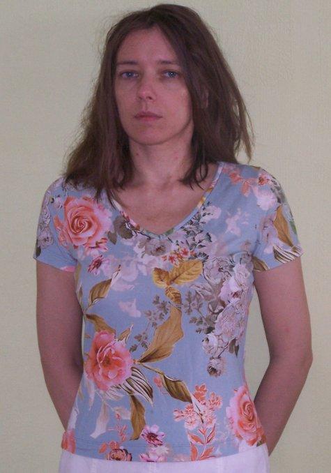 Х/б маечка из удобных, легко носить, легко стирать.