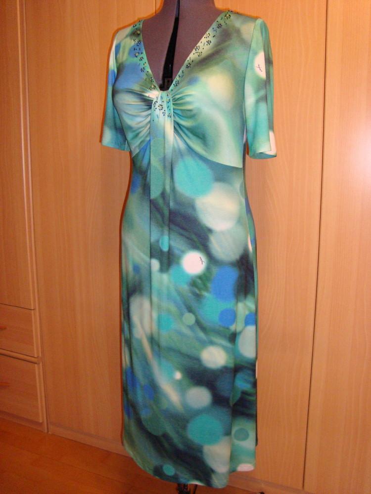 Трикотажное платье с бисером
