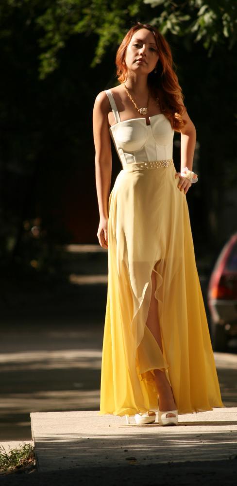 Платье с корсажем и шифоновой юбкой.
