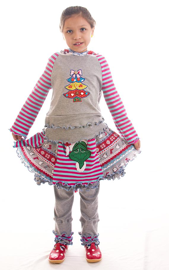 Свитерок с капюшоном, сделан для серой юбочки с аппликациями