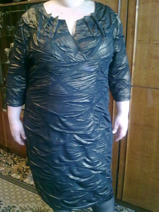 Платье с вытачками по горловине