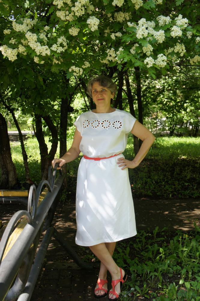 Белое платье с ришелье