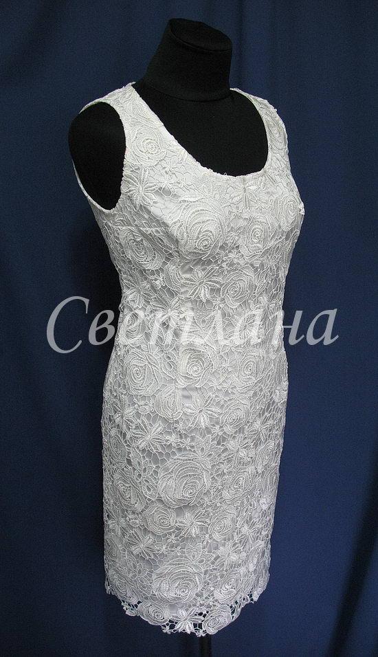 Простенькое кружевное платье...