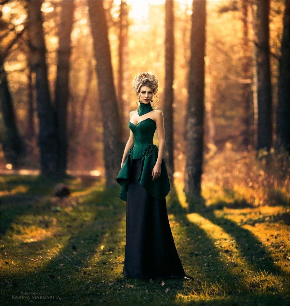 Фото девушек в лесу в длинном платье