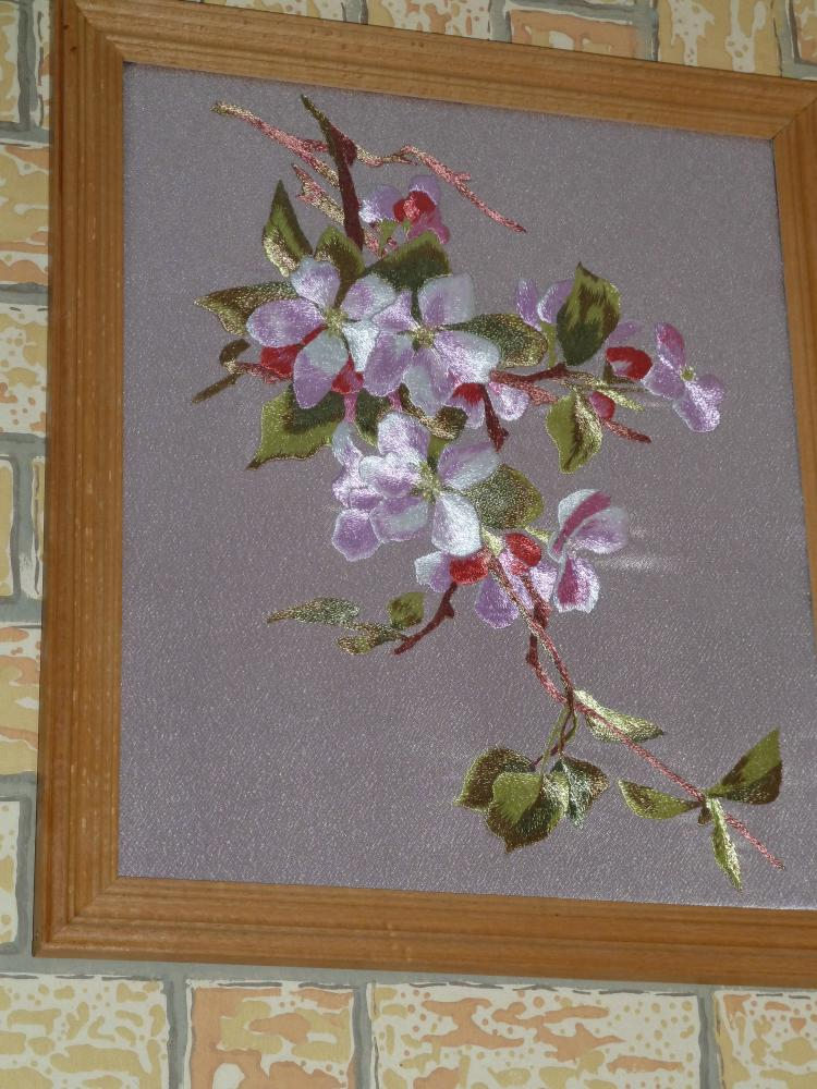 тюльпаны, ветка яблони,