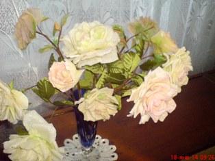 Розы из марлевки и хлопка