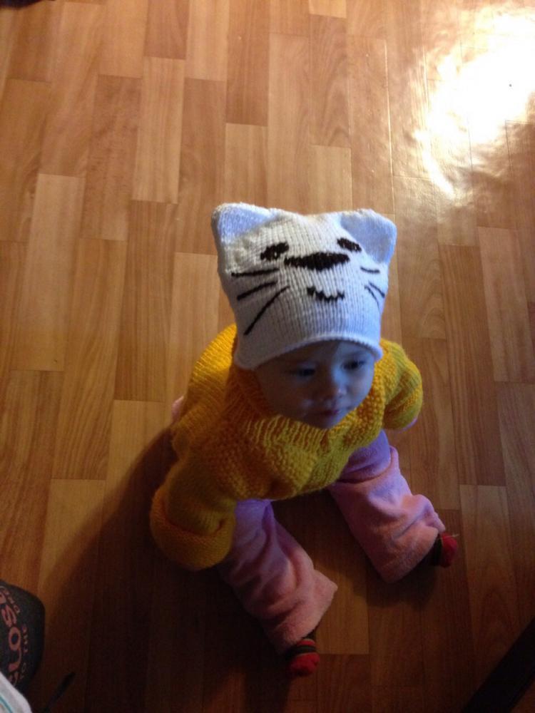 Вязанная шапочка котёнок