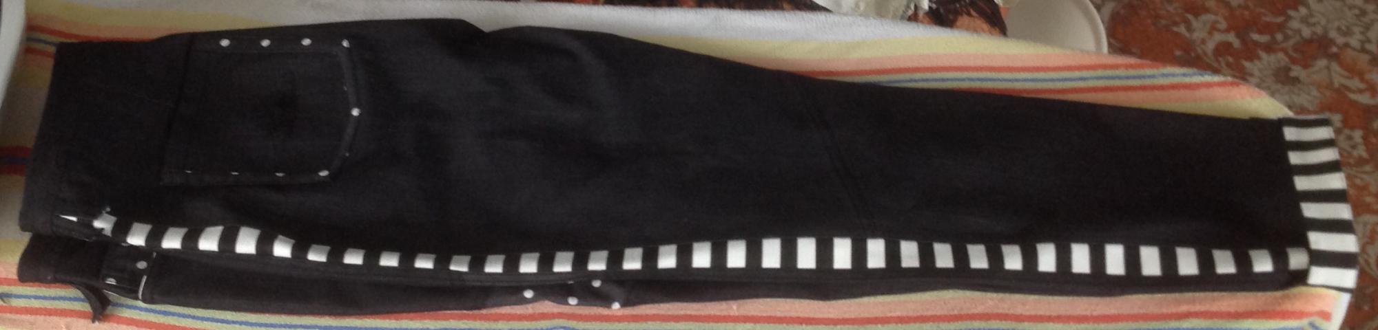 Черные джинсы-пэчворк