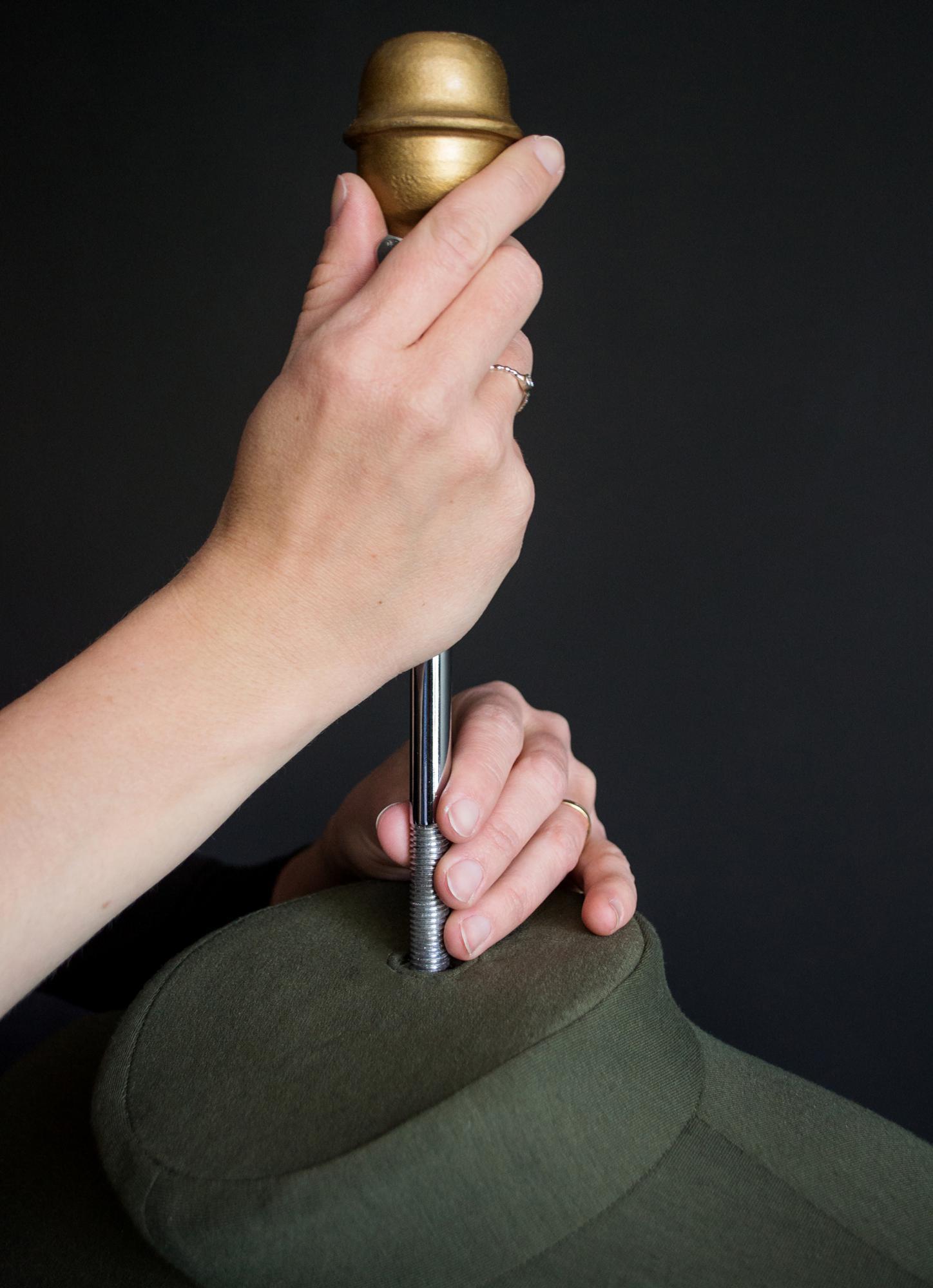 Крепление манекена за шею