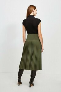 1464325259_green-military-pleated-wrap-midi-skirt(2).thumb.jpg.600e5a5371aefa9e3c1b78eda3e77147.jpg