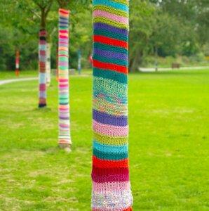 art_trees_knitting_trunks_lawn-781601.jpg!d.jpg
