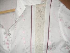 Была подаренная блузка. .  На этикетке - размер мой, но в реальной жизни оказалась катастрофически малой. .