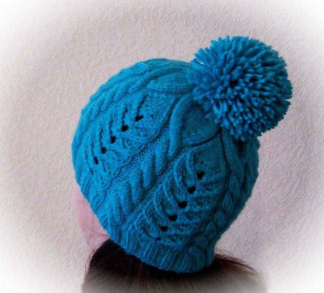 Как связать шапку с помпоном и узорами
