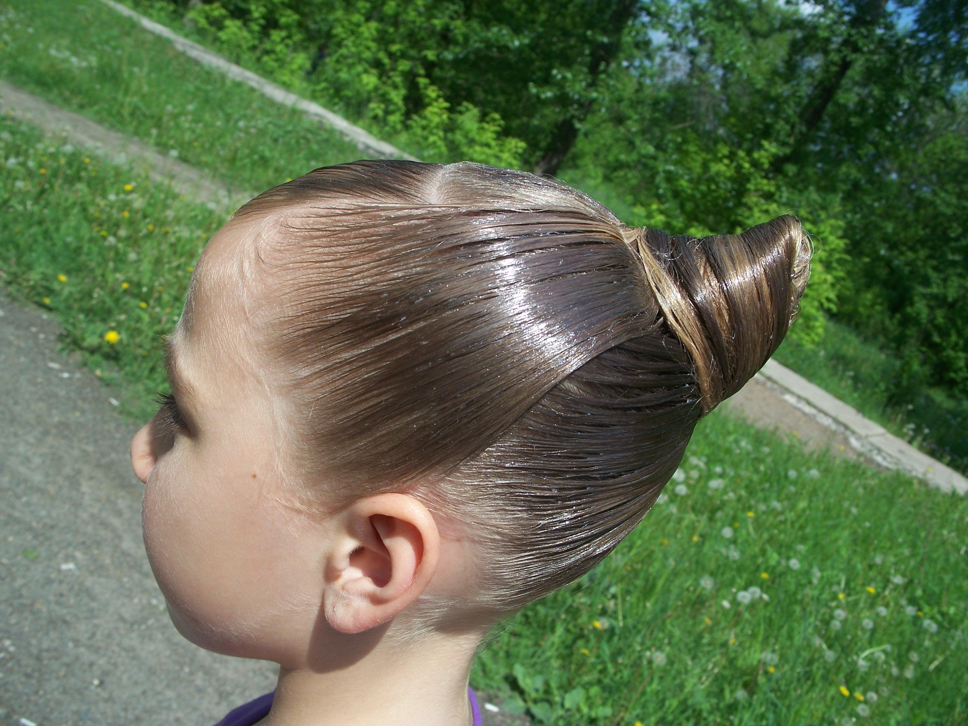 Серебристые волосы у девушек