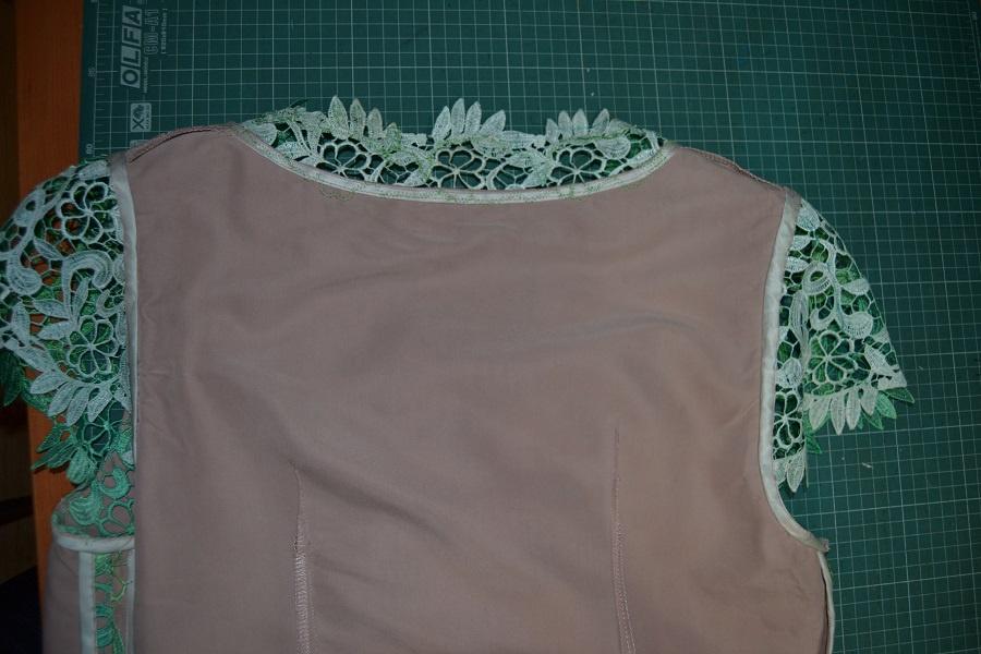 Как пришивать горловину в платье