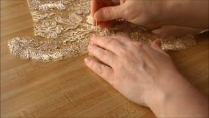 haute_couture_lacemaking.mp4_snapshot_02.41__2013.10.10_19.21.01_.jpg