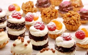 Sweets_Cake_Raspberry_479039_1920x1200.jpg