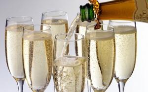 ATW6WX_Alamy_ATW6WX_Champagne_xlarge_trans_NvBQzQNjv4Bq8JWdQZ1J_PyHeSO_SJ_VAkd6FjzahTLjK1uI401fLvU.jpg