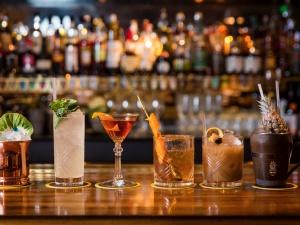 cocktail_bar.jpg
