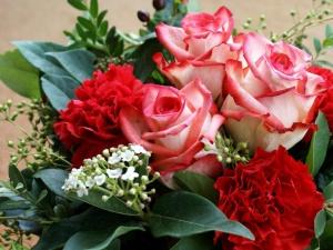 roses_carnations_flowers_bouquet_leaves_1280x960.jpg